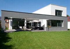 Außenansicht eines Einfamilienhauses in Ebreichsdorf Niederösterreich (Paschinger Architekten)
