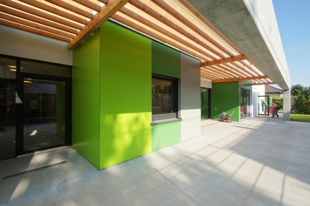 Außenansicht Eingangsbereich Kindergarten Mariahilf / kigago (Paschinger Architekten) Modulbauweise Massivholz