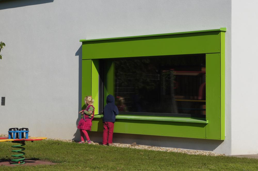Außenansicht Gartenanlage Kindergarten Mariahilf / kigago (Paschinger Architekten) Modulbauweise Massivholz