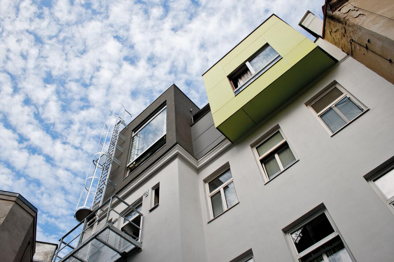 Außenansicht einer sanierten Wohnung in Wien (Paschinger Architekten)