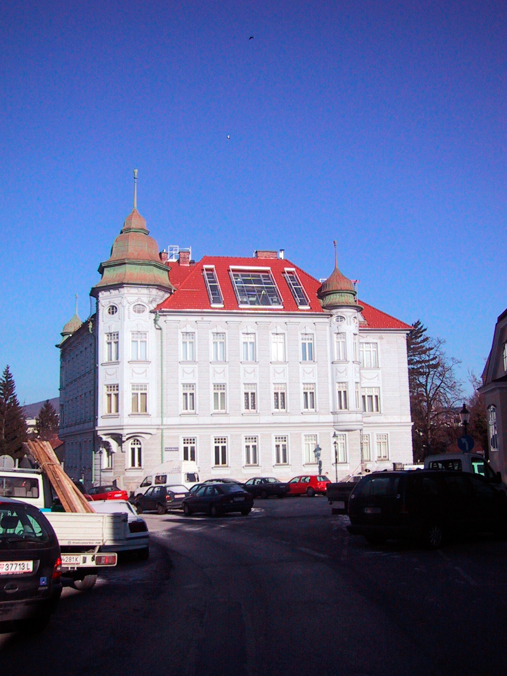 Außenansicht eines Dachgeschossausbaus in Wien (Paschinger Architekten)