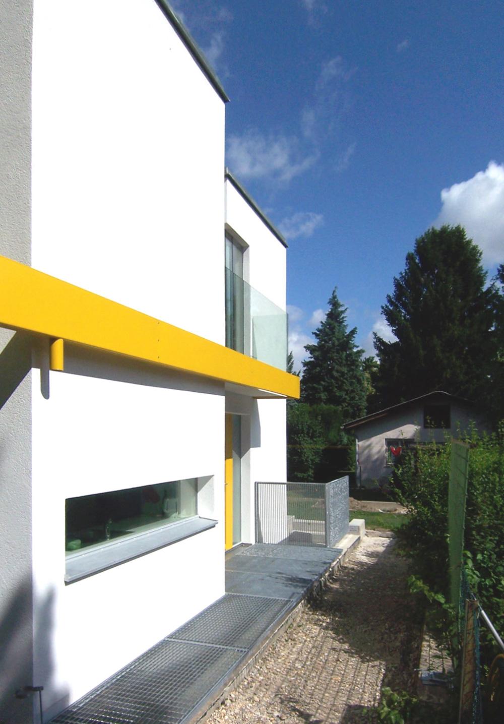 Außenansicht eines Doppelhauses an der alten Donau das von den Paschinger Architekten geplant wurde