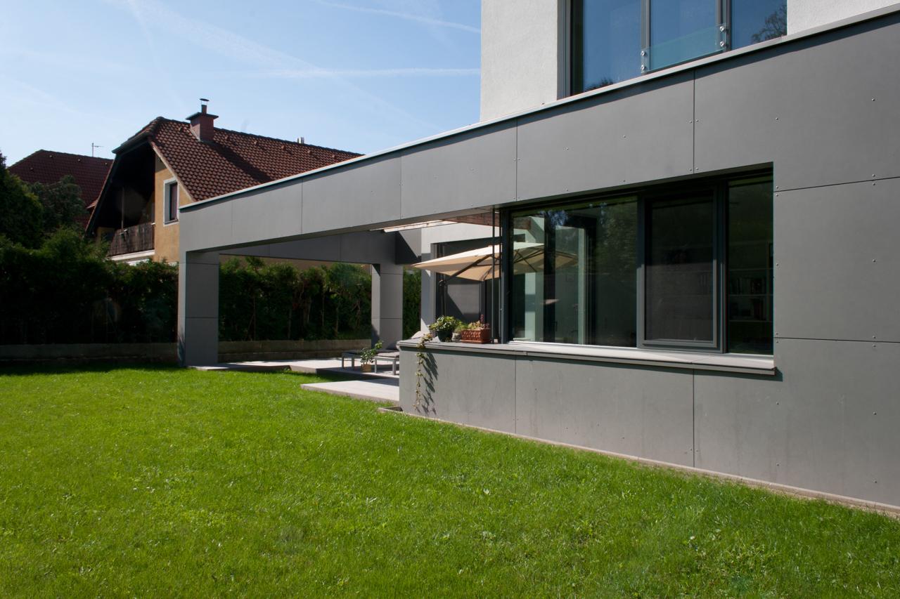 Außenansicht eines Einfamilienhauses in Niederösterreich (Paschinger Architekten)