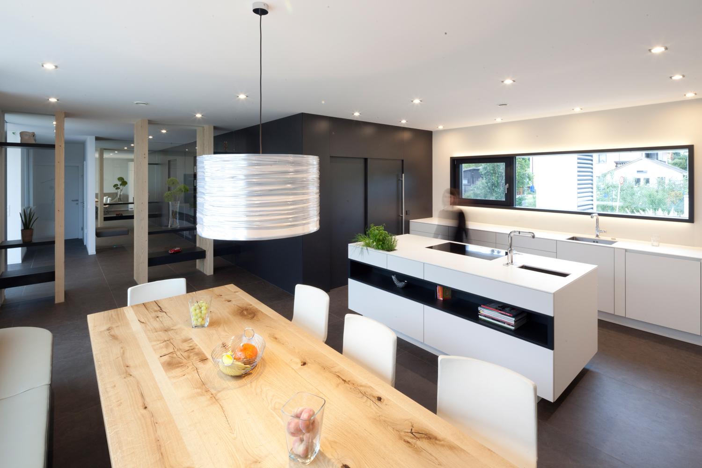Integrierte Möbelplanung (Küche, Essbereich) eines Bungalows der von Architekten geplant wurde