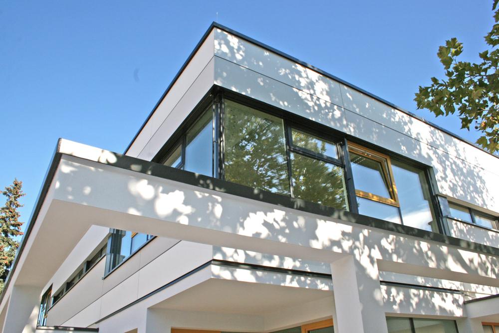 Außenansicht Kindergarten in Modulbauweise und Massivholzbauweise / kigago (Paschinger Architekten)