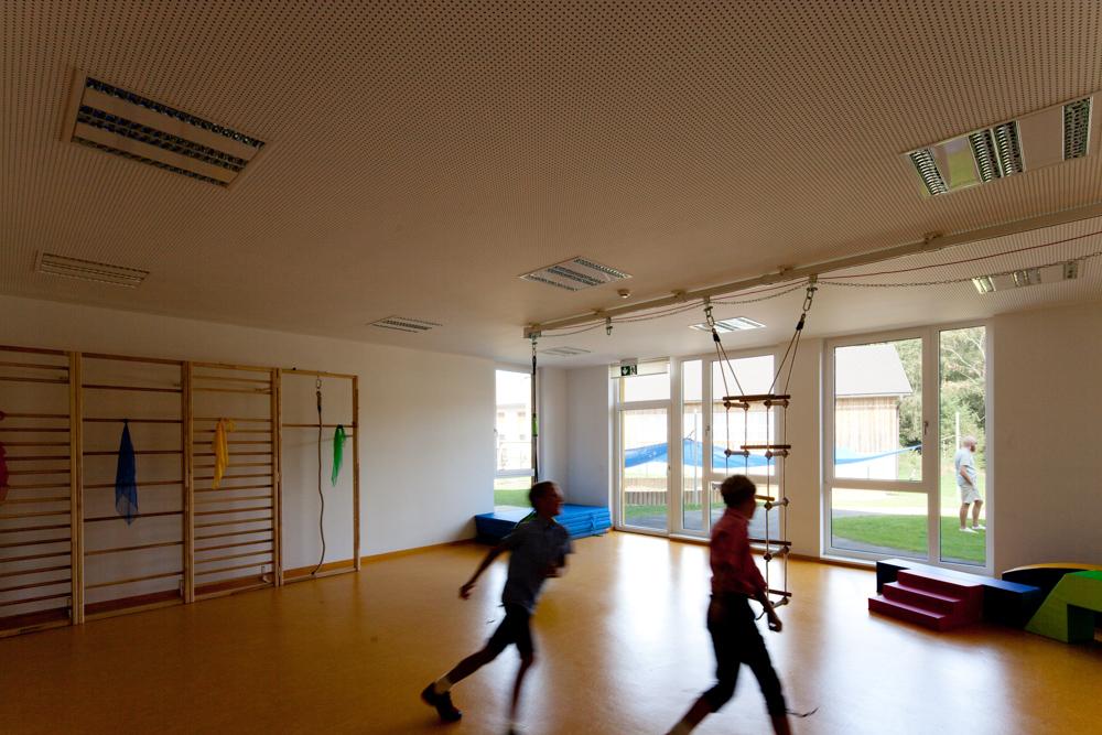 Bewegungsraum Kindergarten Desselbrunn / kigago (Paschinger Architekten) Modulbauweise Massivholz