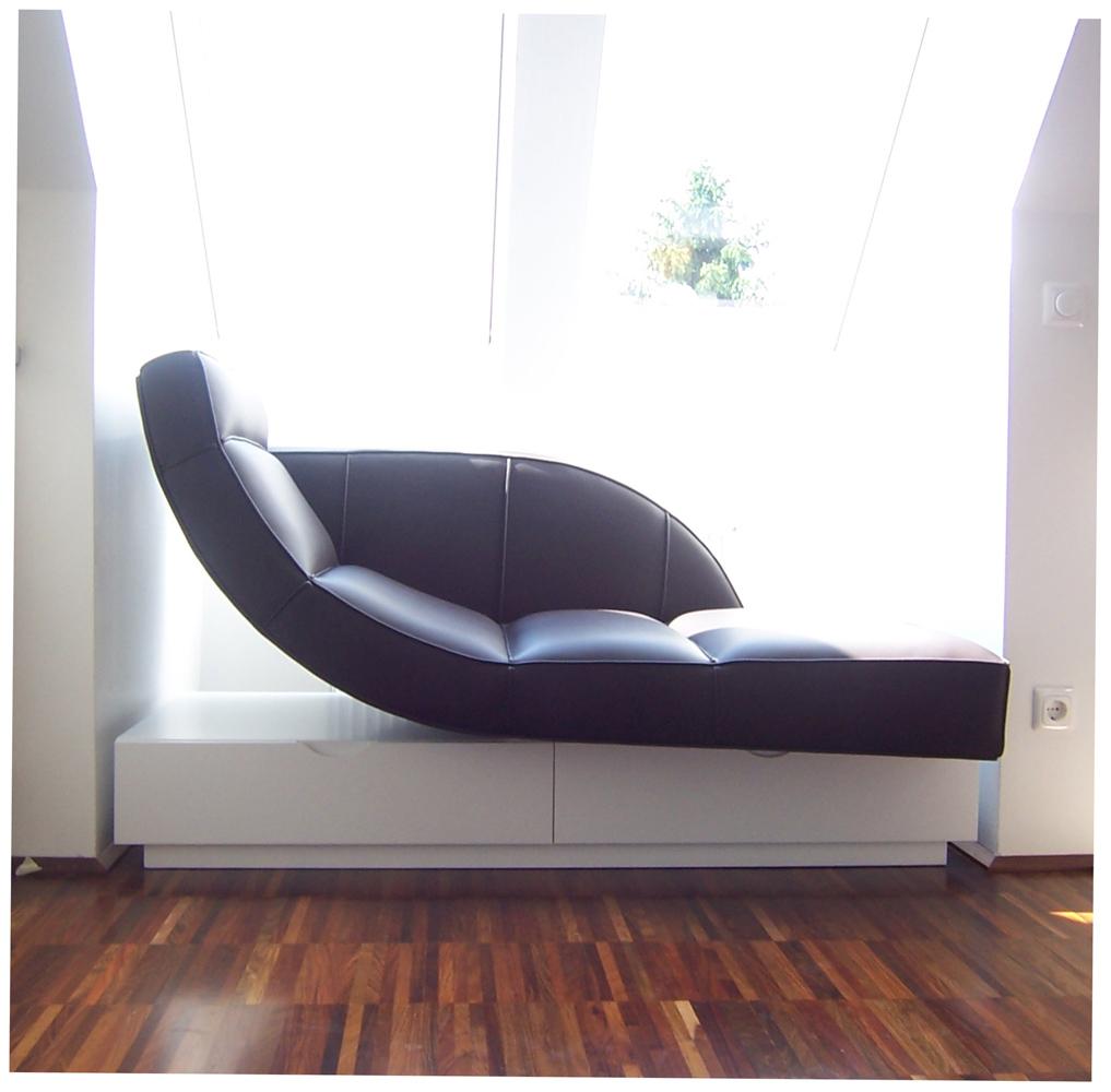 Bild einer Recamiere das als Möbeldesign in einem Einfamilienhaus eingesetzt ist, das von Architekten geplant wurde