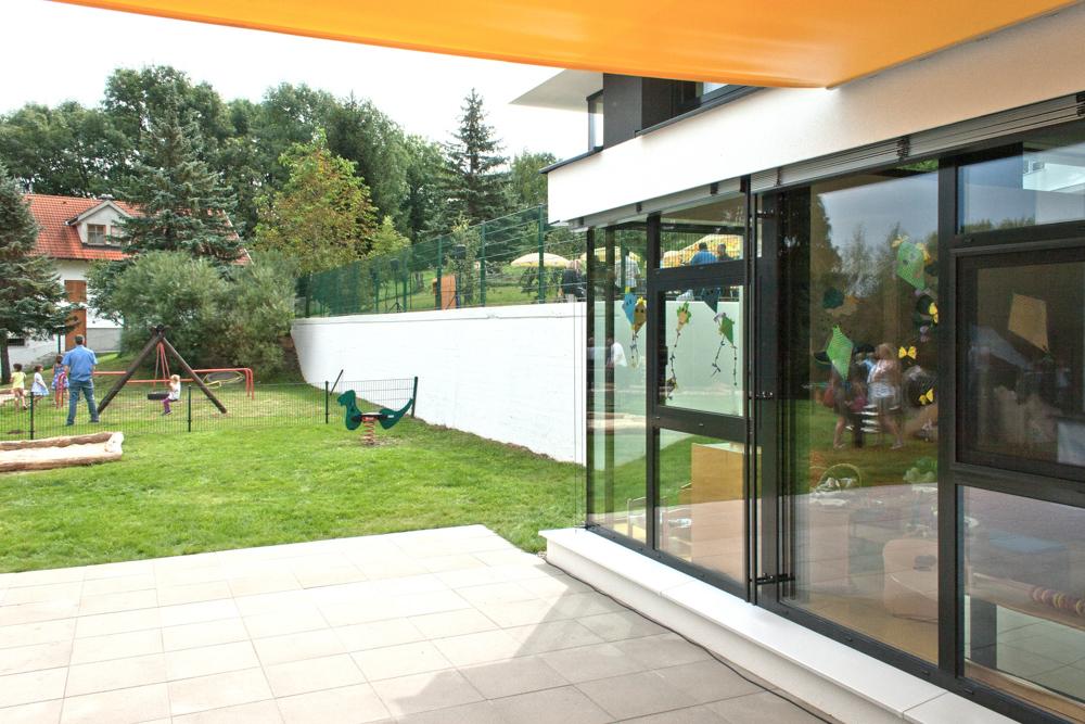 Außenansicht Kindergarten-Erweiterung Drassburg / kigago (Paschinger Architekten) Modulbauweise Massivholz