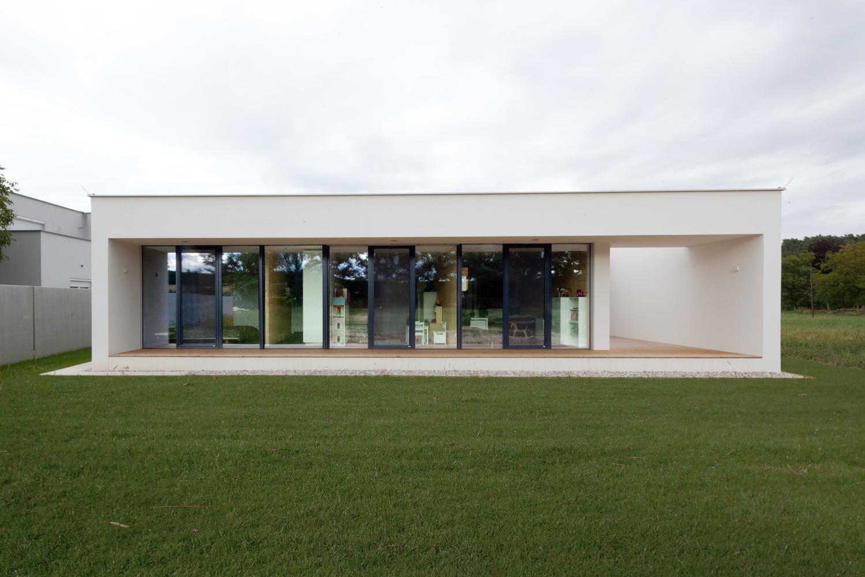 Fertiggestellter bungalow R in stoob der Paschinger Architekten - Außenansicht