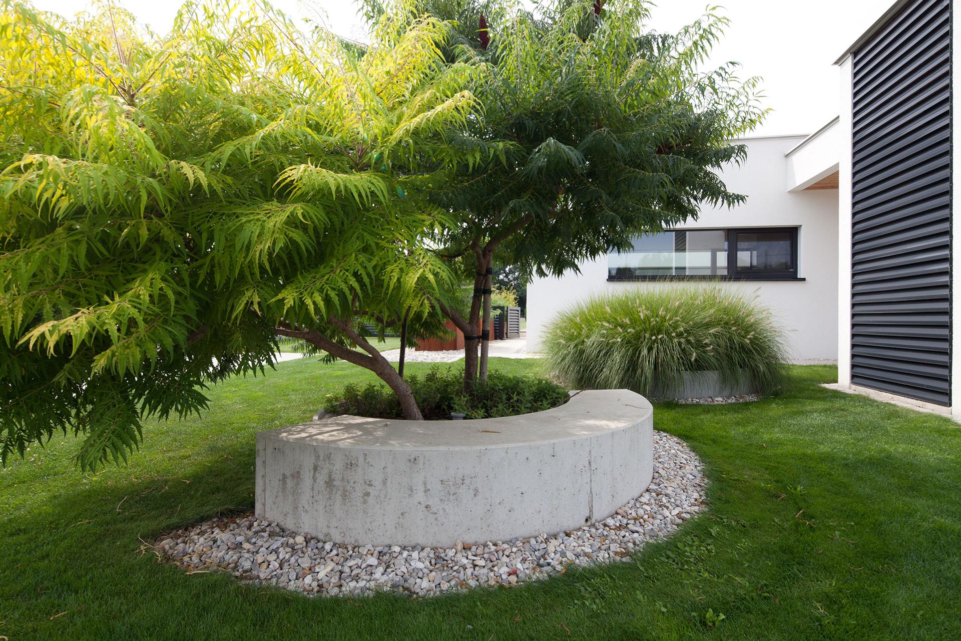 Details im Gartens des Bungalows der Paschinger Architekten